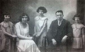 Het gezin van Henoch Labzowski en Laura Heuman. Vlnr: Rosa, Laura, Betsy, Henoch en Clara.