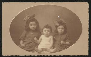 Betsy, Clara en Rosa in 1925. Joods Historisch Museum F009648.
