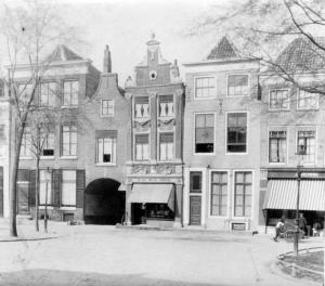 Havenpark rond 1920. Rechts de winkel van Labzowski. Foto Beeldbank Zierikzee.