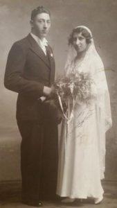 Het bruidspaar Izaak Abraham Wilkens en Estella Lina Israëls. Collectie B. Israëls.
