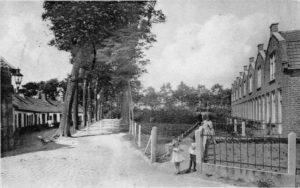 Het Hofferplein circa 1930. Beeldbank Gemeentearchief Schouwen-Duiveland.